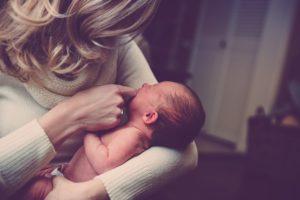 【育児ブログ】新生児に授乳する時間はどのくらい?母乳あげすぎは肥満になる?